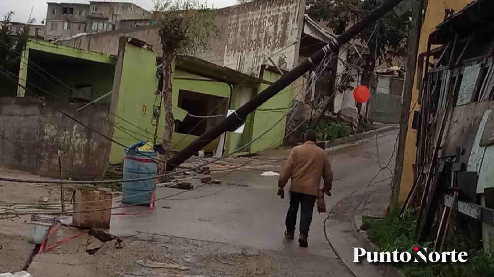 Gobiernos ignoran a familias y ancianos con casas derrumbadas